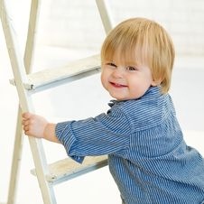 Free Happy Little Boy Climbing The Ladder Royalty Free Stock Images - 31101019