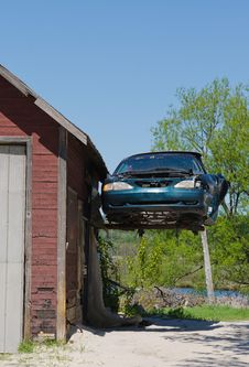 Free Old Ford Mustang Hanging From Garage Stock Photo - 31107160