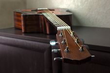 Free Six-string Acoustic Guitar Royalty Free Stock Images - 31108599