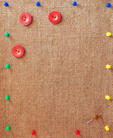Free Burlap Background Decorated With Pins, Buttons And Needle Royalty Free Stock Photography - 31120027