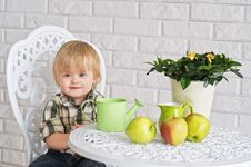 Free Kid And Apples Royalty Free Stock Image - 31123916