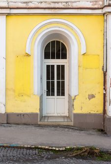Free Plastic Door In Arched Of Old Building Stock Photo - 31127400