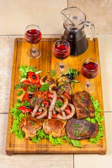 Free Grilled Meat, Sausages  And  Herbs With Wine Stock Photos - 31129383