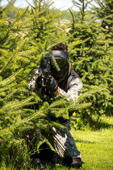 Free Men Playing Paintball Royalty Free Stock Photo - 31135065