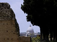 Free Rome - St Peter S Dome From Palatino Hill Stock Images - 31148584