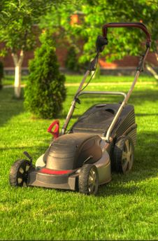 Free Lawn Mower Stock Photography - 31152082