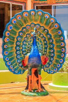 Free Colorful Peacock Statue At Kanchanaburi, Thailand. Royalty Free Stock Images - 31157859
