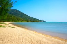 Free Wild Beach On The Island. Vietnam. Stock Image - 31168061