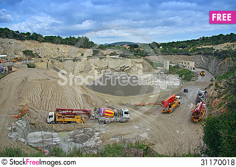 Free Industrial Quarry Royalty Free Stock Photos - 31170018