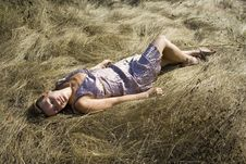 Free The Girl Lays On A Grass Royalty Free Stock Images - 3121569