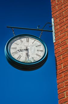 Free Old Broken Clock Royalty Free Stock Image - 31208486