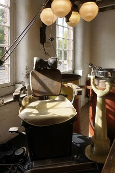 Free Old Dentist Chair In Quarry Mill, England Royalty Free Stock Images - 31214589
