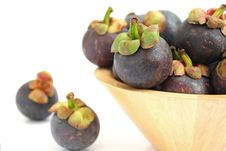 Free Mangosteen In A Wooden Bowl On White Royalty Free Stock Photo - 31219955