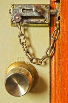 Free Rusty Metal Chains With The Door. Stock Photos - 31226113