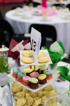 Free Cupcake Display Pyramid Stock Image - 31226121