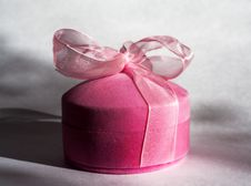 Free Elegant Pink Gift Box With A Bow Royalty Free Stock Images - 31230339
