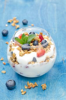 Layered Dessert With Yogurt, Granola, Fresh Berries In A Glass Royalty Free Stock Images