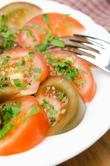 Free Salad Of Two Varieties Of Tomatoes With Fresh Parsley Close-up Stock Photos - 31262533