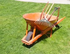 Free Wheelbarrow Royalty Free Stock Photos - 31270298