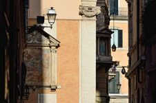 Free Narrow Strrets In Rome. Largo Di Torre Argentina Stock Image - 31270431