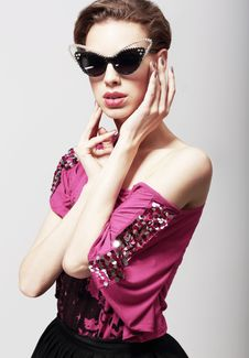 Free High Fashion. Glamorous Elegant Woman In Dark Sunglasses. Magnetism Royalty Free Stock Photos - 31272628