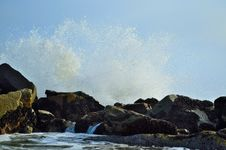Free Waves Crashing On Rocks Royalty Free Stock Image - 31282056