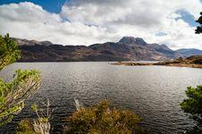 Free Mount Slioch Framed Above Loch Maree Stock Photo - 31290770