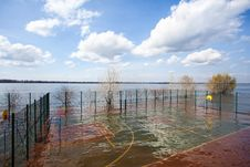 Free Spring Flooding Waters In The City Stock Images - 31296054