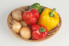 Free Basket With Peppers Royalty Free Stock Photography - 3137597