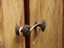 Free Bad Lock On The Wooden Doors Stock Photo - 3137630