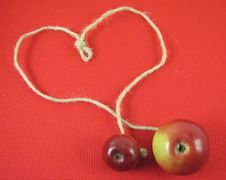 Free Red Apple And String In Form O Stock Image - 3138571
