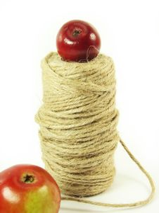 Free Red Apples And String Royalty Free Stock Photography - 3138687