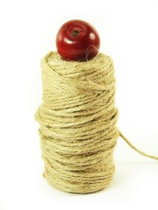 Free Red Apples And String Royalty Free Stock Image - 3138766