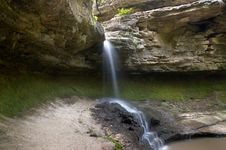 Free Small Blurred Waterfall Royalty Free Stock Photos - 3138838