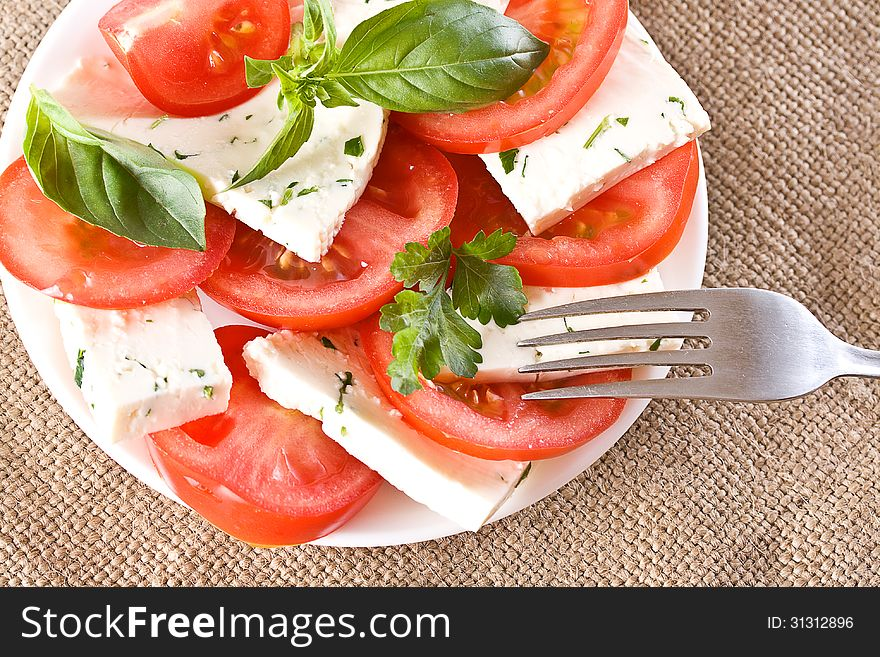 Salad with tomatoes and cheese
