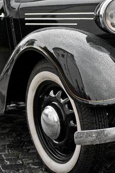 Free Car Headlight Close-up Stock Image - 31335621