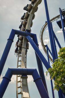 Free A Rollercoaster At A Theme Park Stock Photo - 31339440
