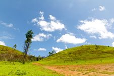 Free The Road To Mountain In Countryside With Clear Sky Royalty Free Stock Photo - 31343965