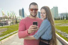 Free Happy Man And Woman Using Smartphone Royalty Free Stock Photos - 31349088