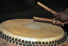 Free Playing The Chinese Drum Stock Photo - 31353280