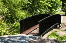 Free Pedestrian Bridge In City Park Stock Photos - 31367763