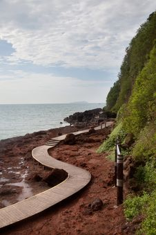 Free Curve Wooden Walkway By The Sea Stock Photos - 31369723