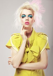 Free Art Deco. Vivid Blond Hair Woman With Conspicuous Makeup. Glamor Stock Image - 31372191
