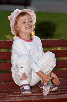 Free The Girl In Park On A Bench. Royalty Free Stock Photos - 31395768