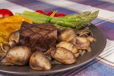 Free Grilled Steak Plate Stock Image - 31399051