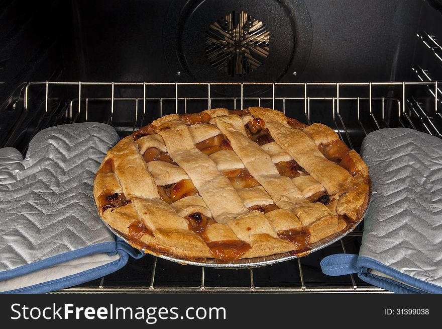 Apple Pie in convection oven