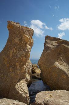 Free Stony Beach Royalty Free Stock Photography - 3141837