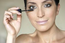 Free Woman Doing Make Up Royalty Free Stock Photography - 3141907