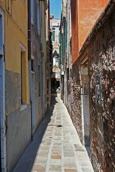 Free A Beautiful Street Of Venice Royalty Free Stock Photography - 3145847