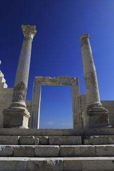 Free Columns Of The Ancient Laodicea Stock Image - 31419201